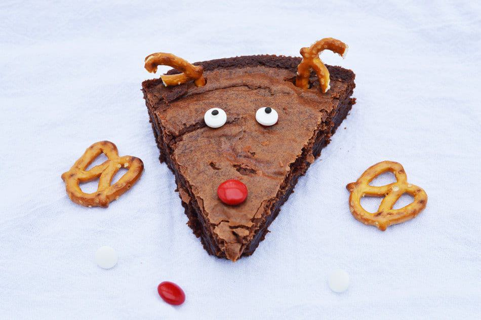 Looking for a super simple Christmas dessert recipe that kids an help make? These reindeer brownies are easy to whip up yet oh-so-delightful for kids of all ages! Check them out!