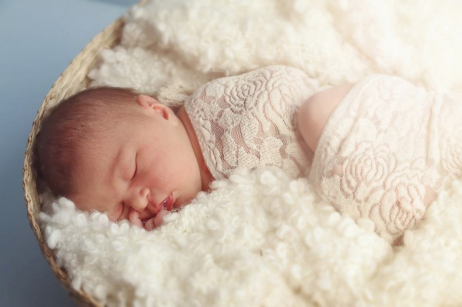 Learn about creating an effective sleep schedule for your newborn so you can actually get a good night's sleep before your baby's 1st birthday!