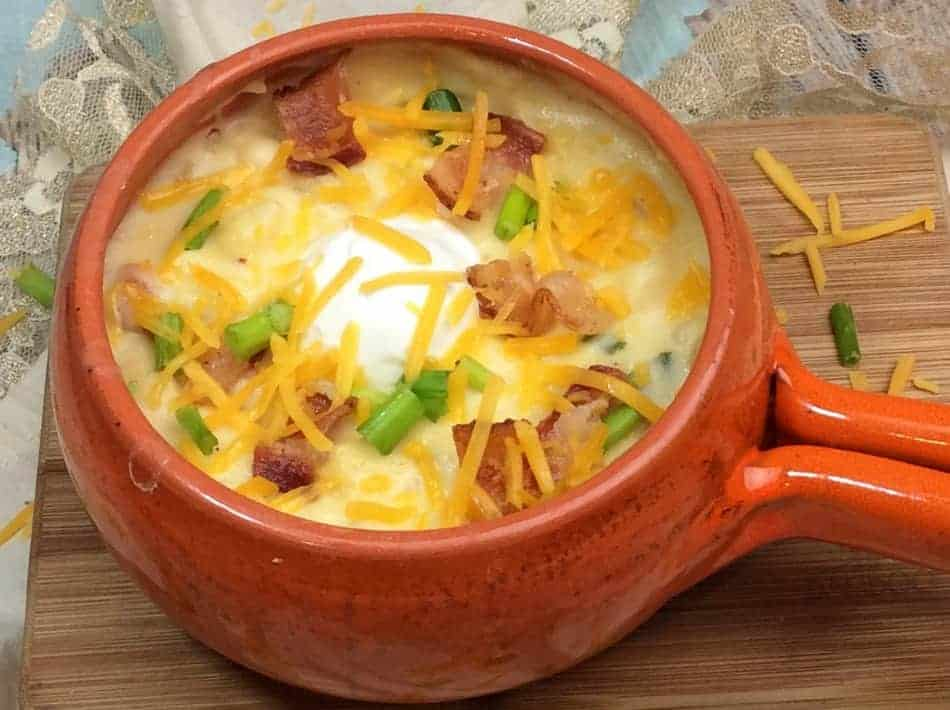 Yum! This loaded baked potato soup really hits the spot on a cold winter's night! Grab the recipe and give it a try! Make an extra batch to freeze for busy days!