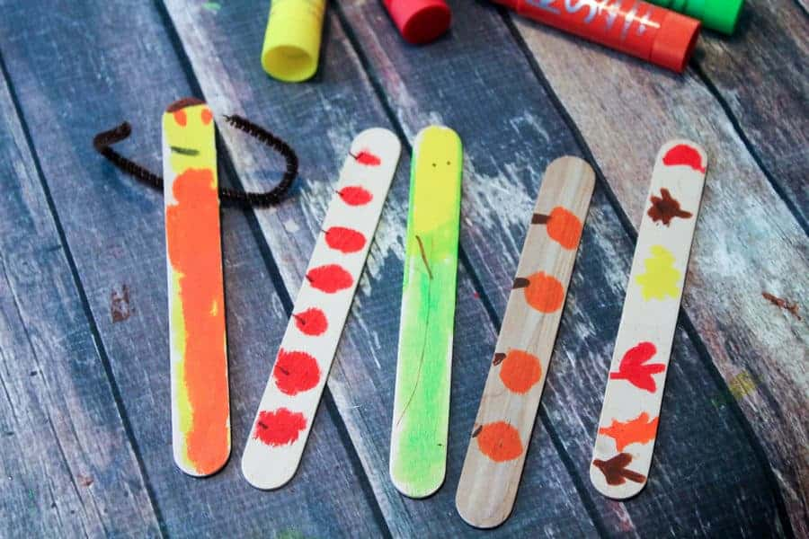 This fun fall bookmark craft isn't just easy, it's virtually mess free thanks to Kwik Stix! Check it out & let your kids unleash their creativity…without ruining the carpet!