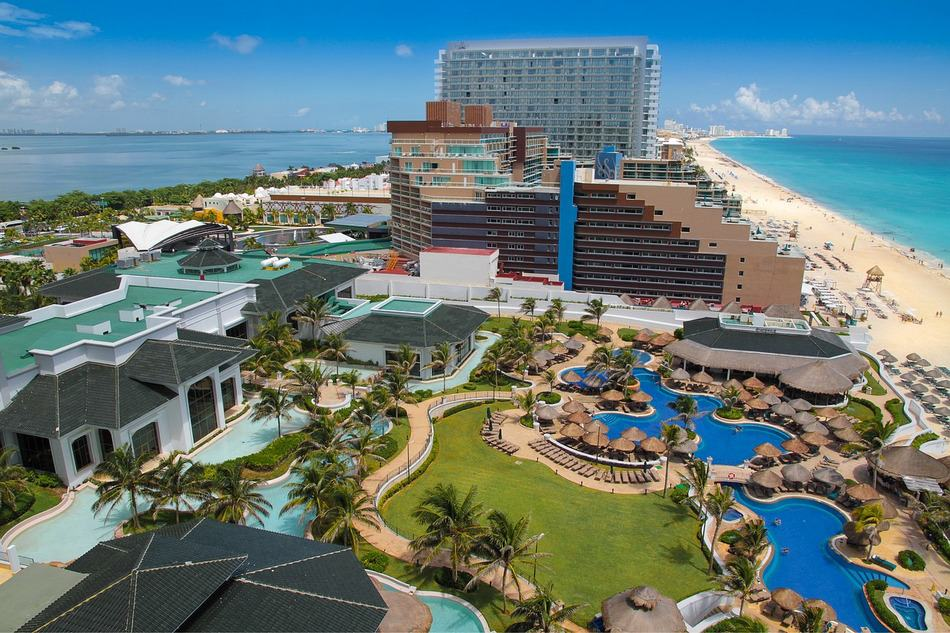 Looking for affordable all-inclusive family beach vacations? At these 6 resorts, one fee covers everything from meals to entertainment! Check them out!