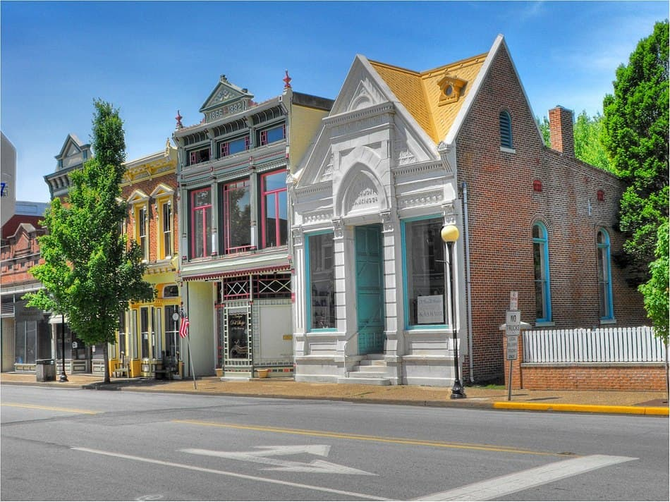 If you love the charm of fictional places like Stars Hollow, you're going to adore these 12 most beautiful small towns in the United States! Whether you're looking for the perfect quaint getaway or your new home, these are the places to be. Let's check them out!