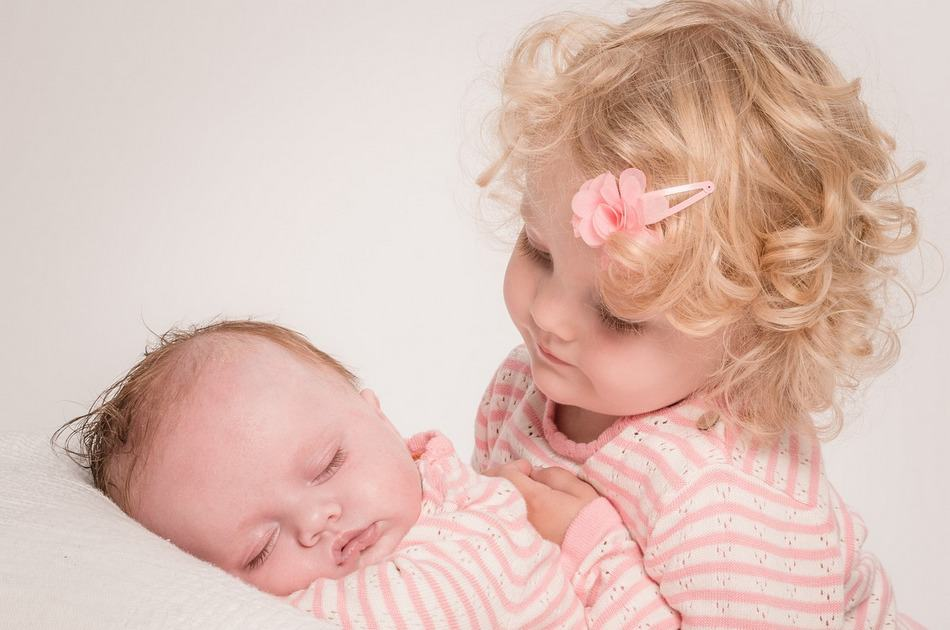 Welcoming a new baby can be both an exciting and challenging time for your older children. Today, we're talking about a few easy and playful ways to combat jealousy! Read on for some must-know parenting tips!