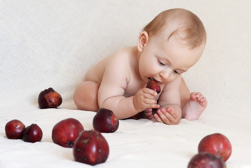 """What's """"normal"""" when it comes to your baby's eating? If you're worried that your tiny tot isn't getting enough nutrition, read on to find the answer!"""