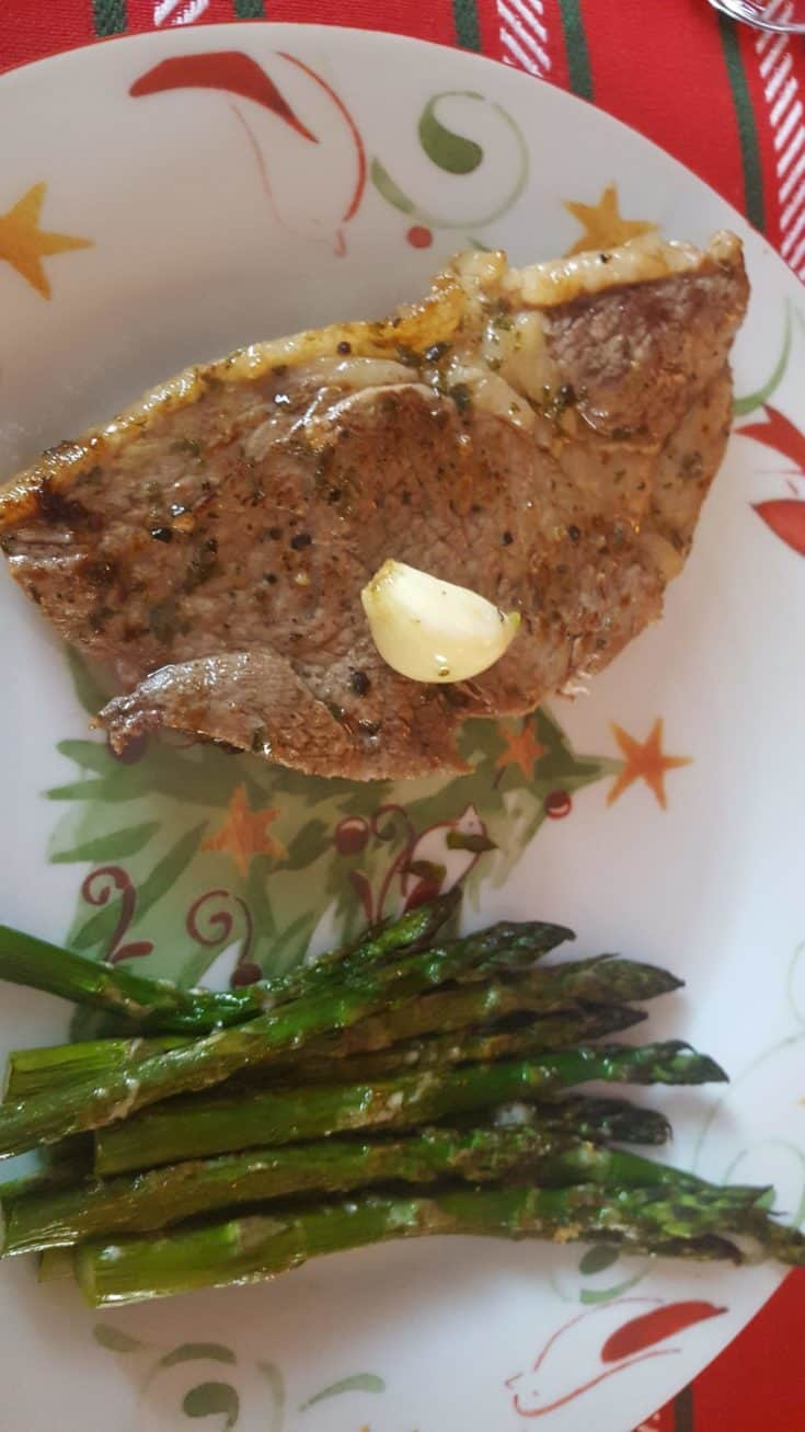 Perfectly Cooked Sirloin Steak with Garlic Butter