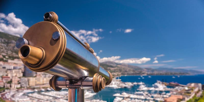 Refractor telescope for land viewing