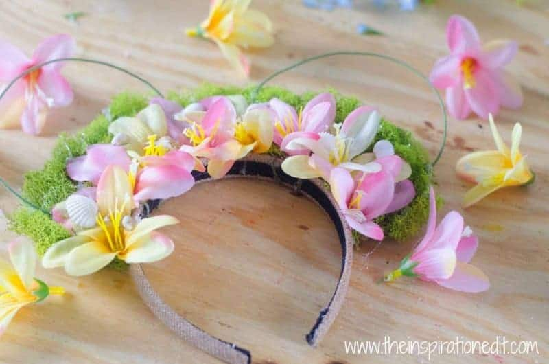 Make a gorgeous headband with this Moana inspired DIY creation!