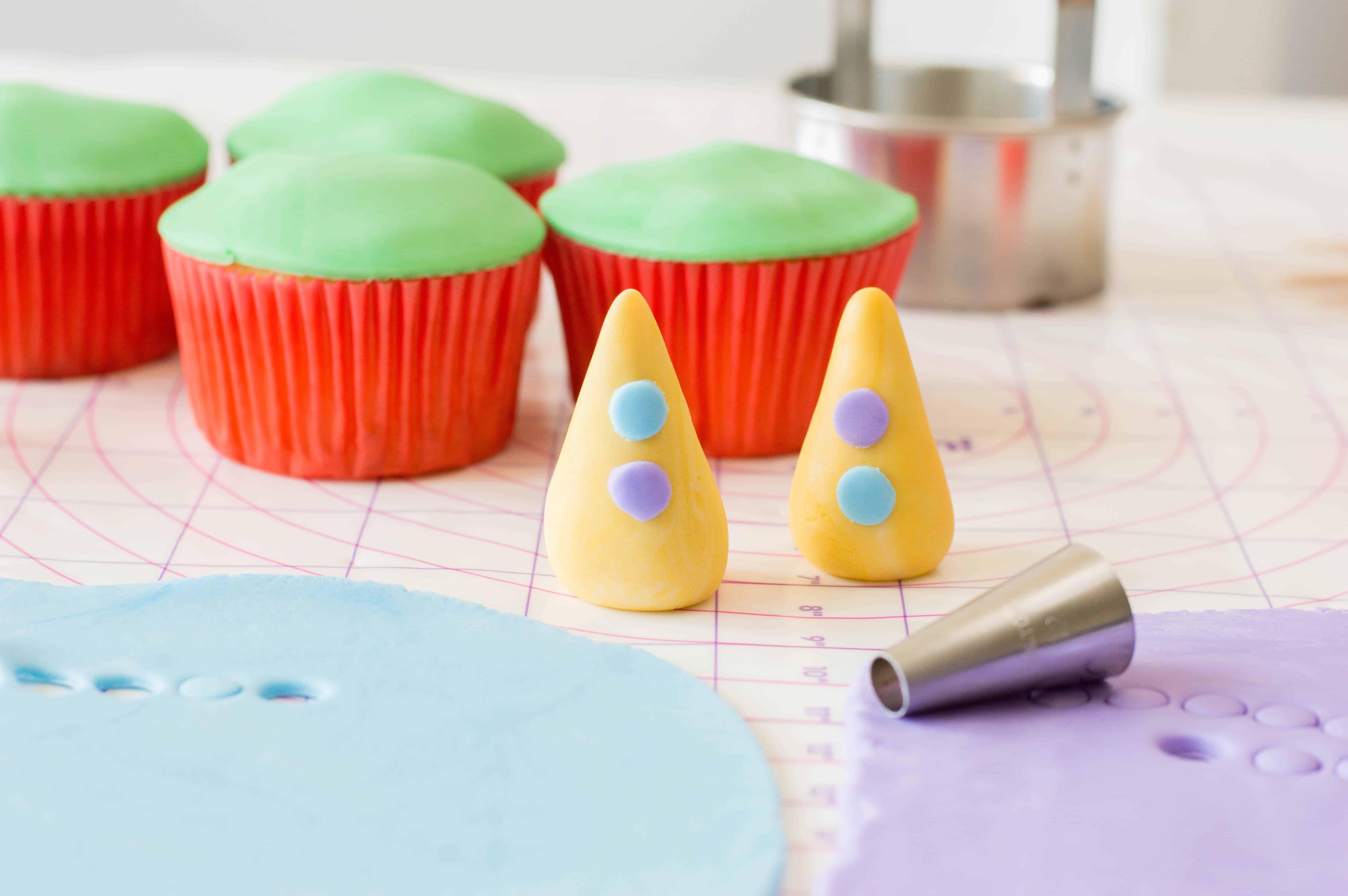 circus clown cupcakes
