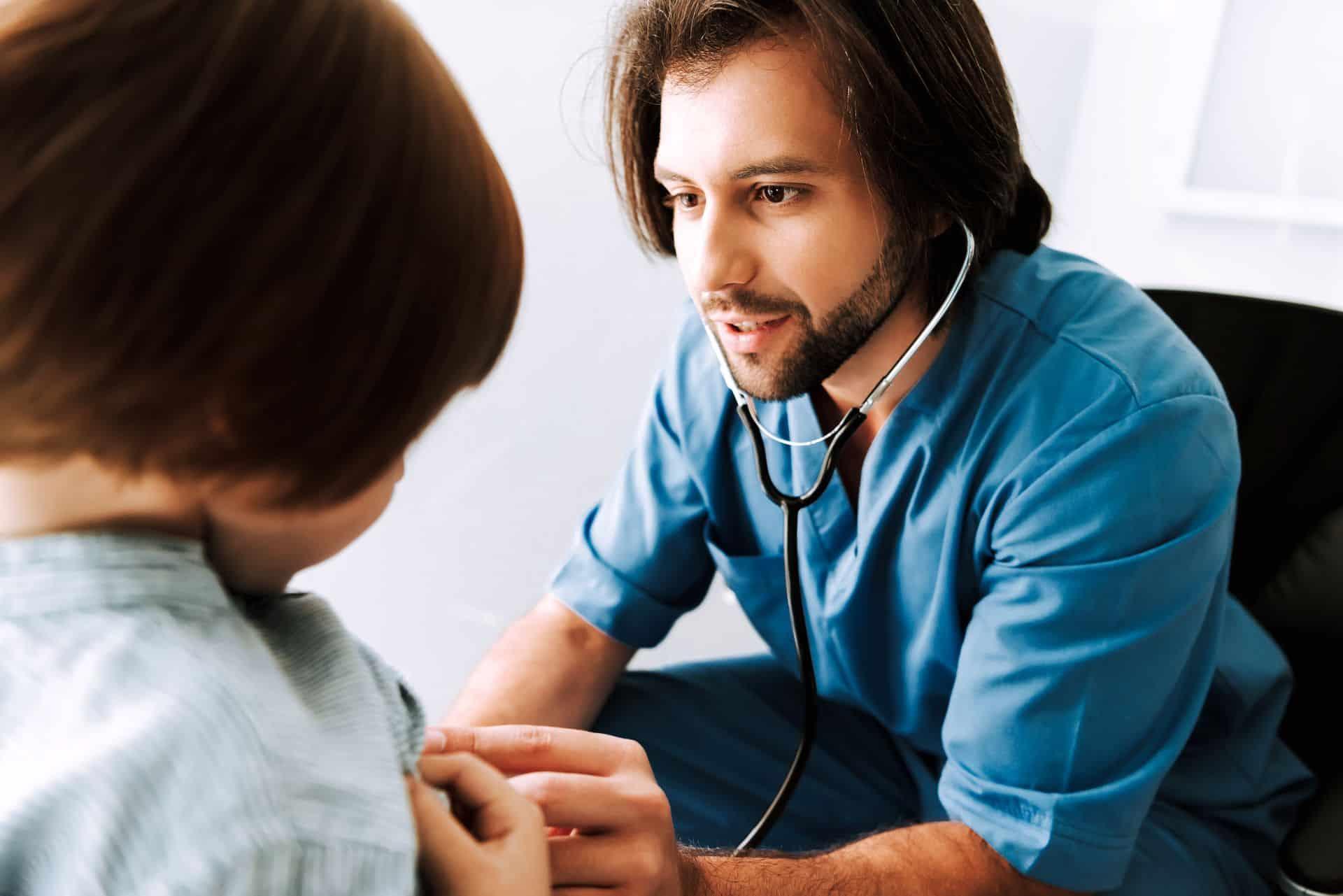 Qu'est-ce que la kinésithérapie respiratoire pour les bébés ?