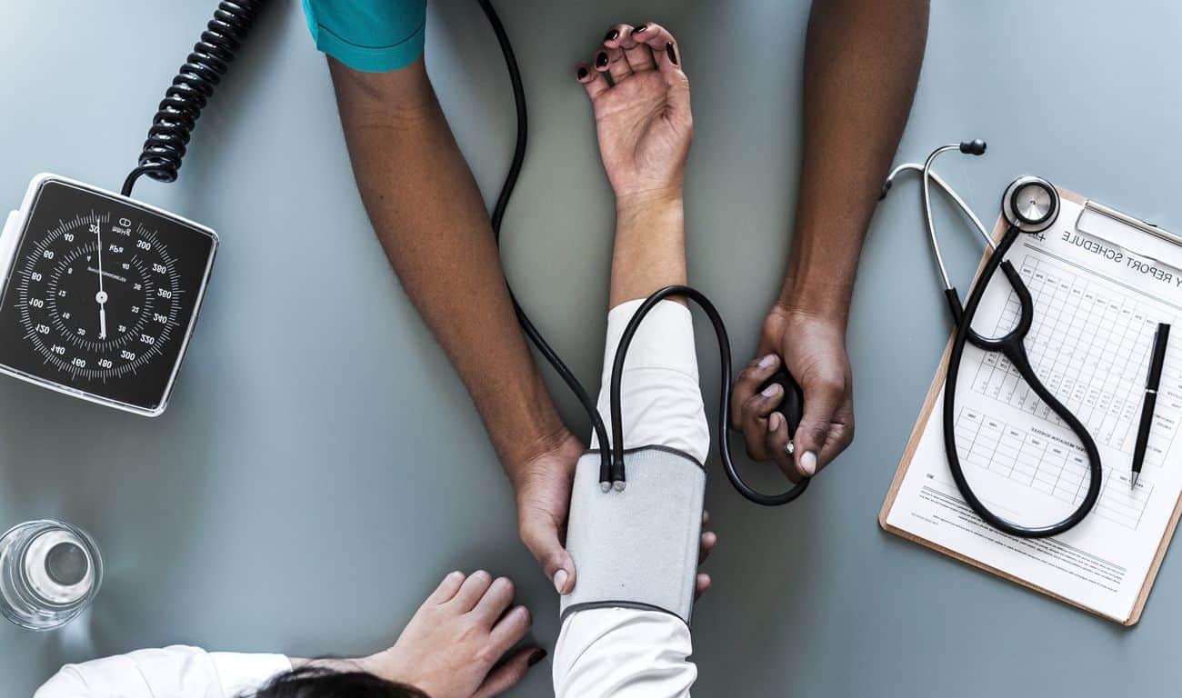 Quelles sont les méthodes pour prendre sa pression artérielle ?