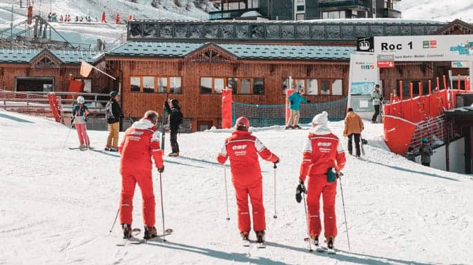 Pros and cons of being a ski instructor