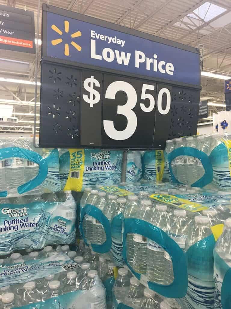 Pack de água no Walmart