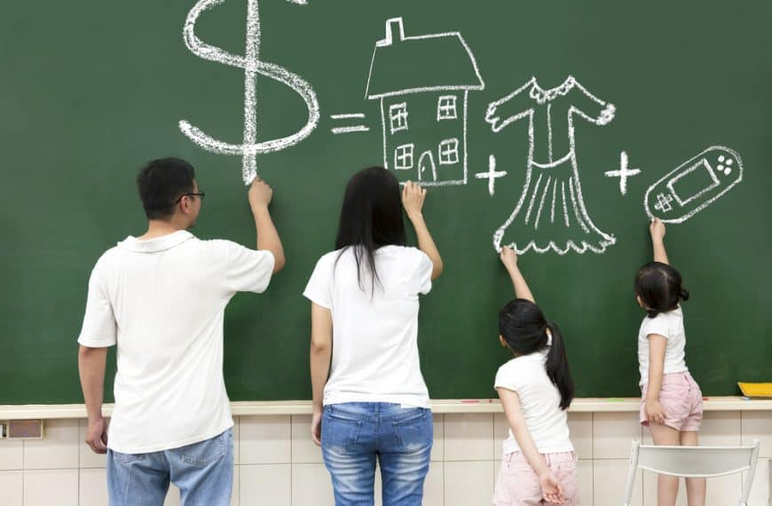 Choosing The Best Kids Debit Card For Your Family – Teach Saving and Good Habits
