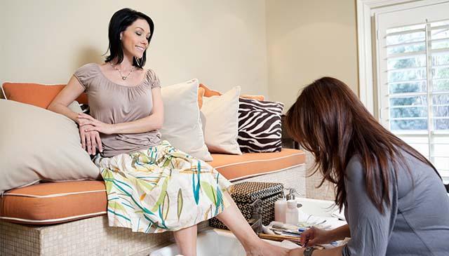16 Nail Salon Promotion Ideas + Checklist will Make You Success nail salon promotion lady cleaning nail at salon