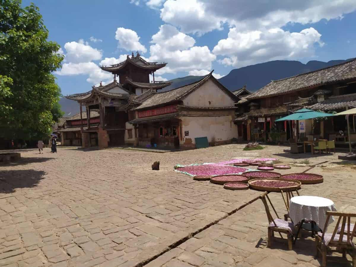 Shaxi Plaza principal - Organized trip to Yunnan: 12 days in China with driver and guide