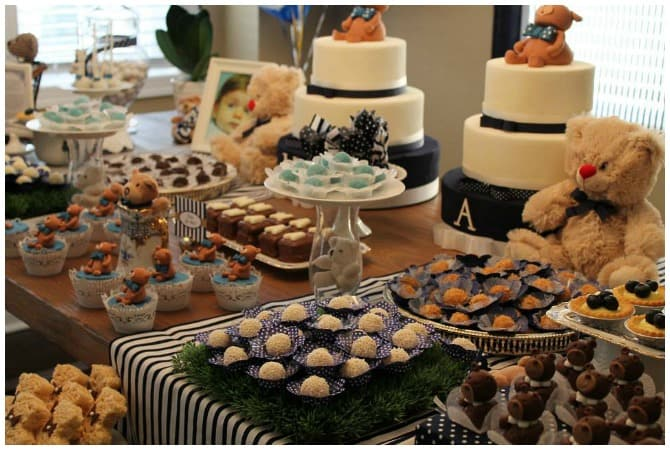 Teddy bear party dessert table