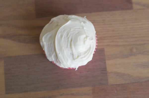 frost flower cupcakes with white frosting