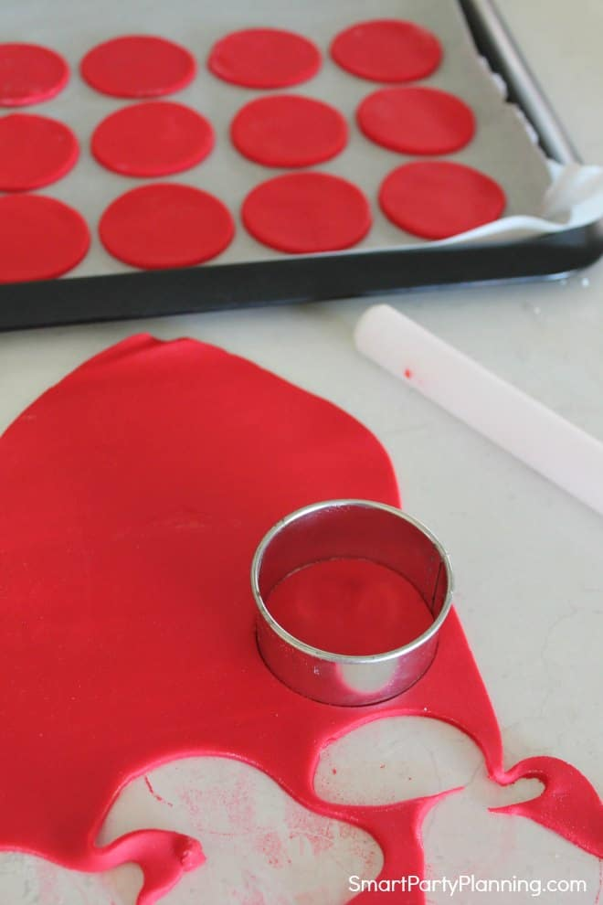 Cutting red fondant discs