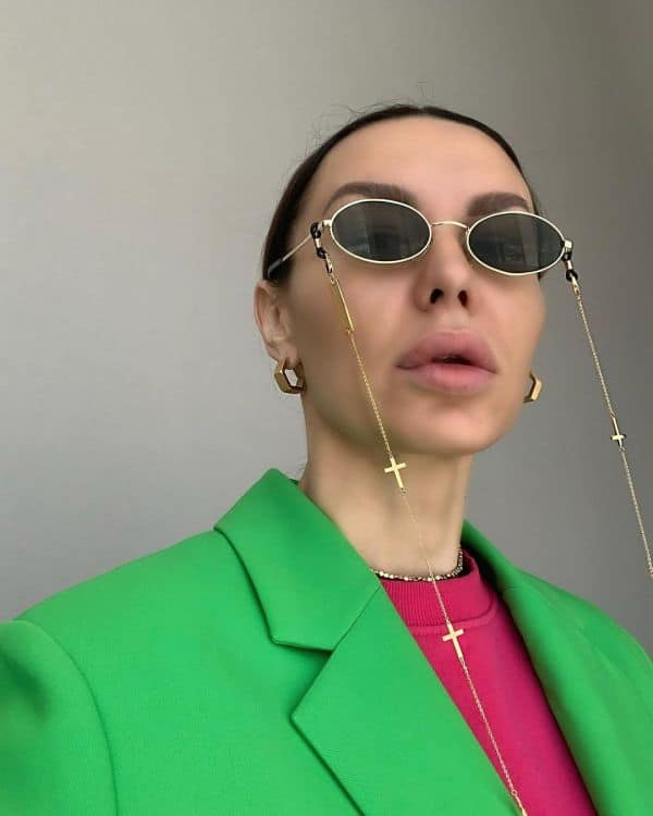 olgalukstyle wearing sunglasses with a sunglasses chain