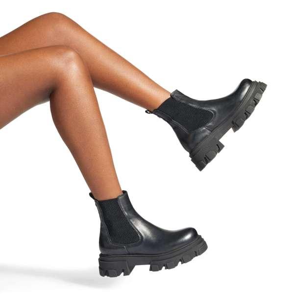 Shy Boots, Carvela