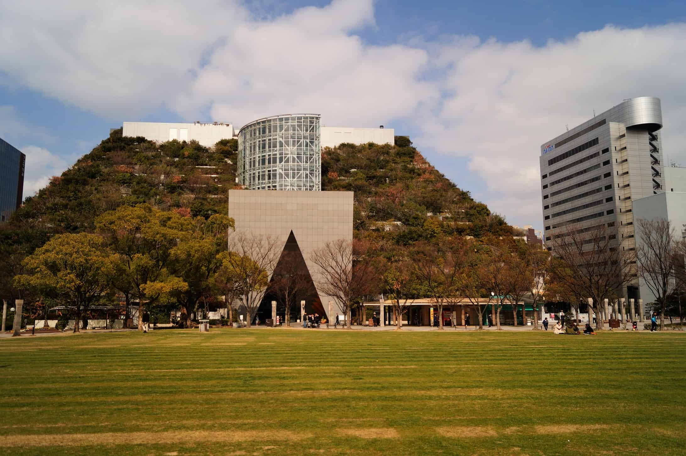 Edificio Acros Fukuoka 1 - What to see in Fukuoka; an ideal place to live