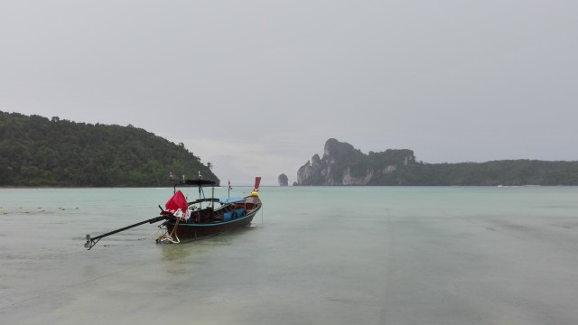 Tailandia 2015 Playa de Koh Phi Phi 500x281 - The 3 best routes to visit Southeast Asia in one trip