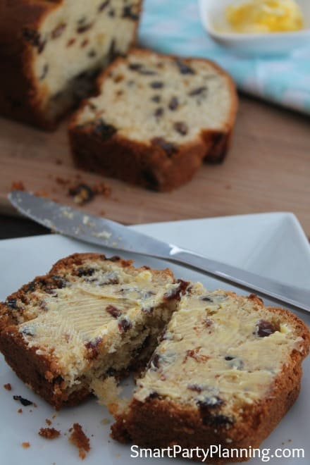 Fruit loaf with butter