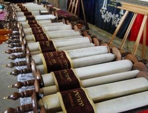 Le Tanakh (la Bible)