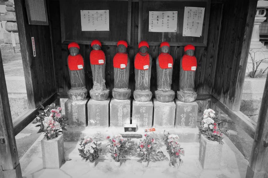 Esculturas de un templo 1024x682 - Onomichi, travel guide to the city of temples