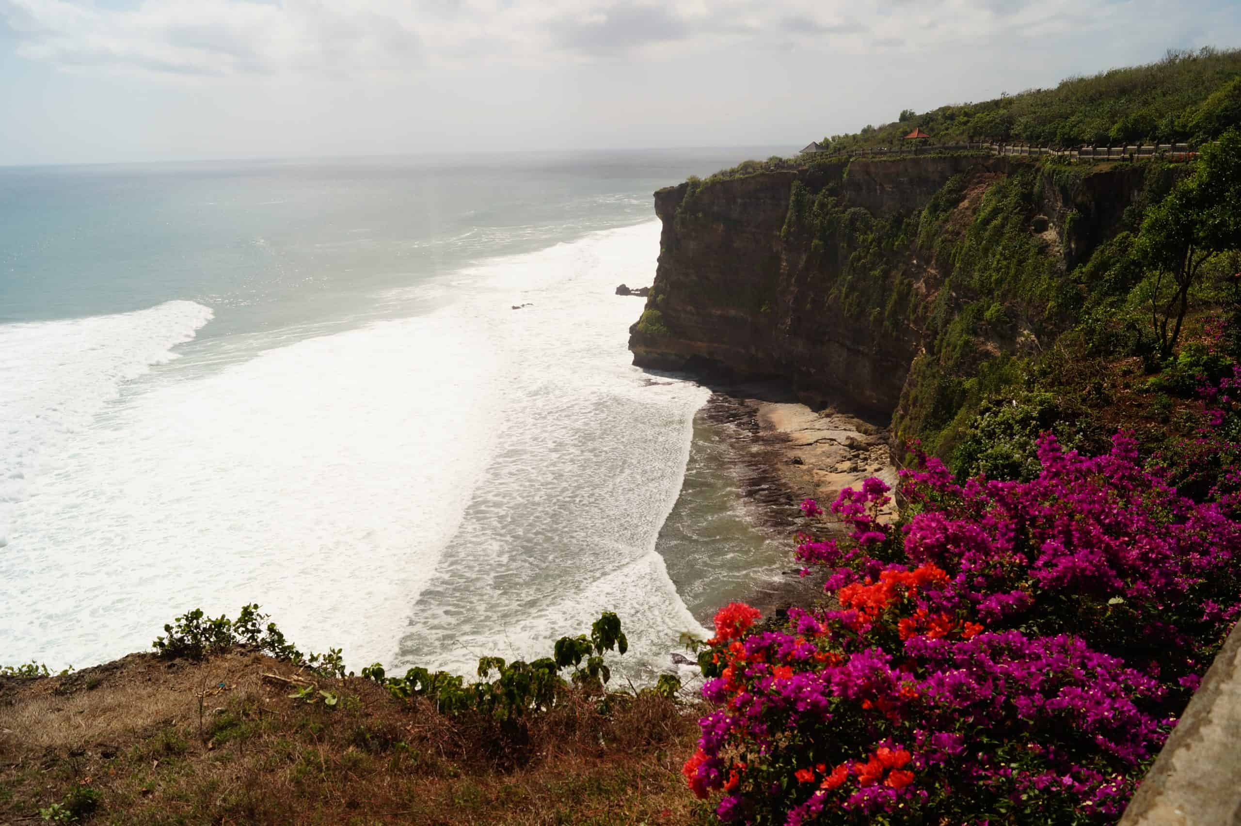 Bali Templo Uluwatu Vistas al mar scaled - The Uluwatu Temple and the surrounding beaches, travel guide