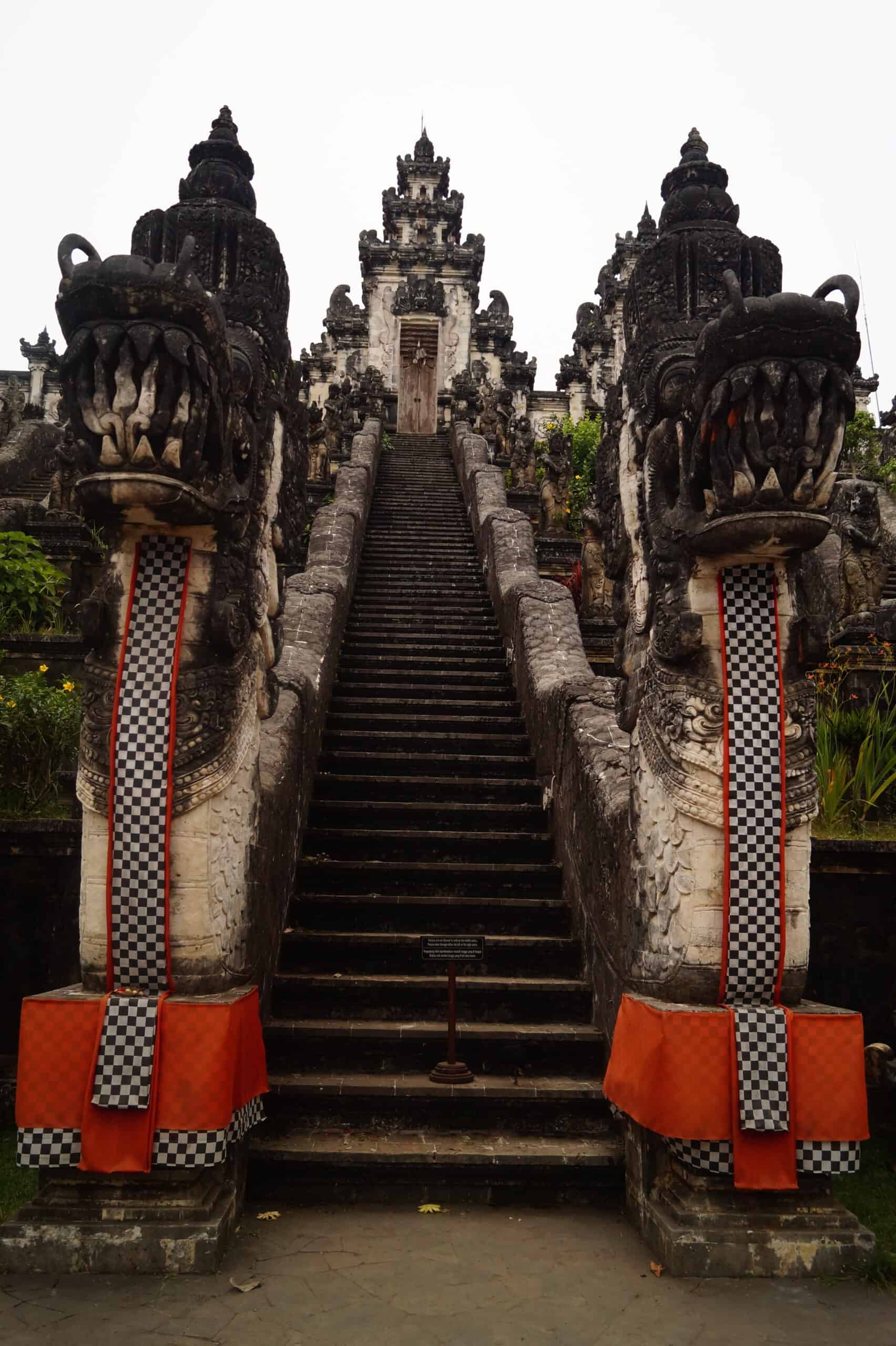 Amed Pura Lempuyang Lahur Templo de las Puertas del Cielo scaled - Travel guide to Amed and Mount Agung; the treasure of Bali