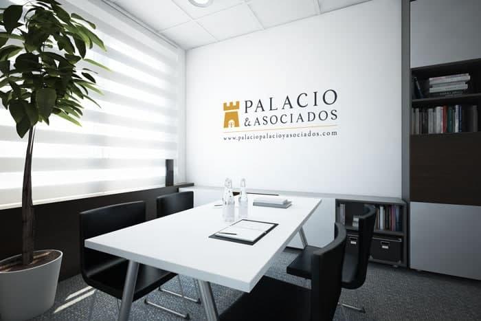 Logo de la marca Palacio y Asociados, sobre la pared de una oficina