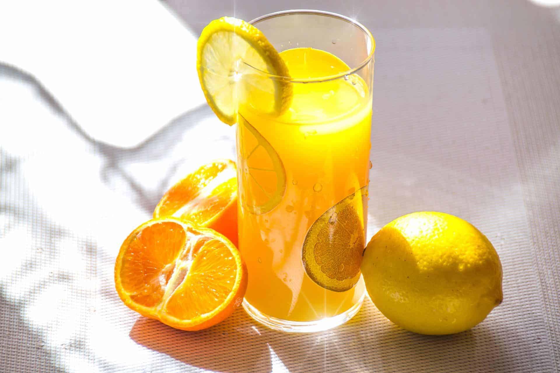 Saft aus Orange und Zirone