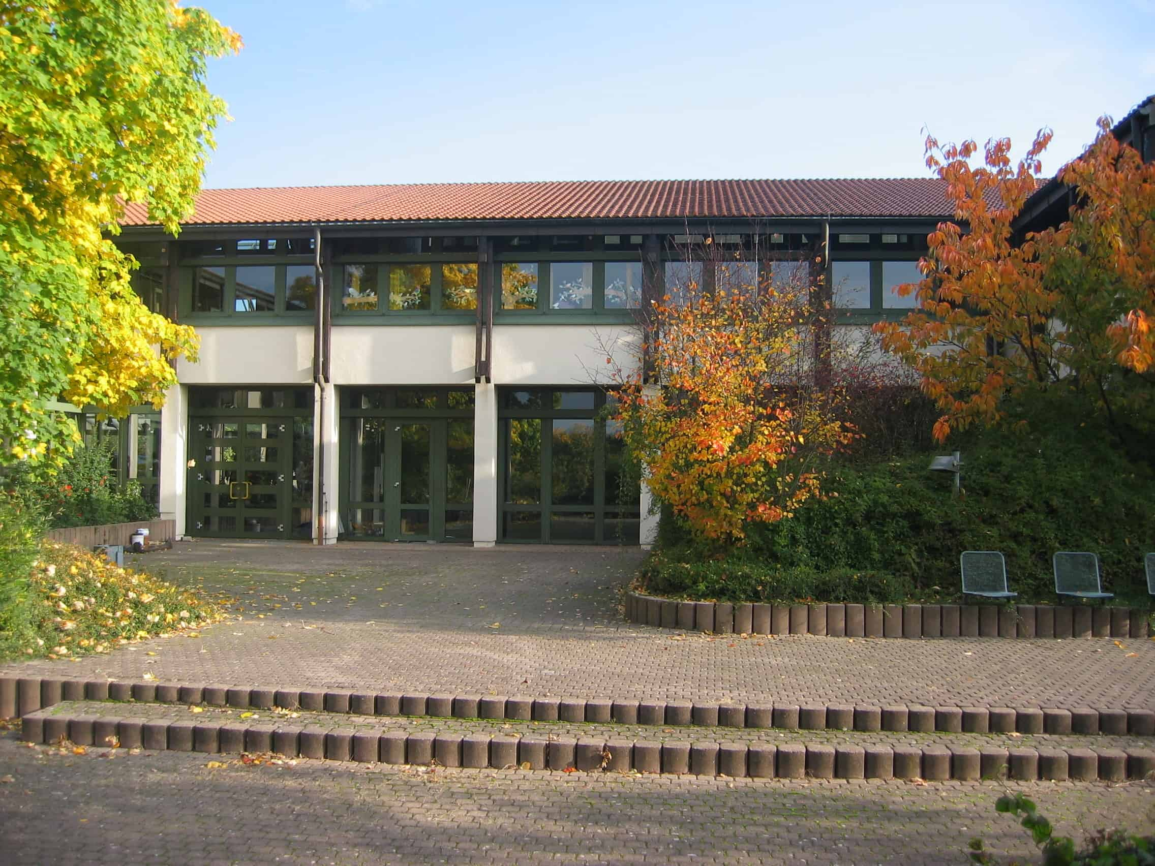 Schule Pausenhof Südseite