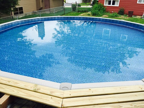 How to keep above ground pools clean