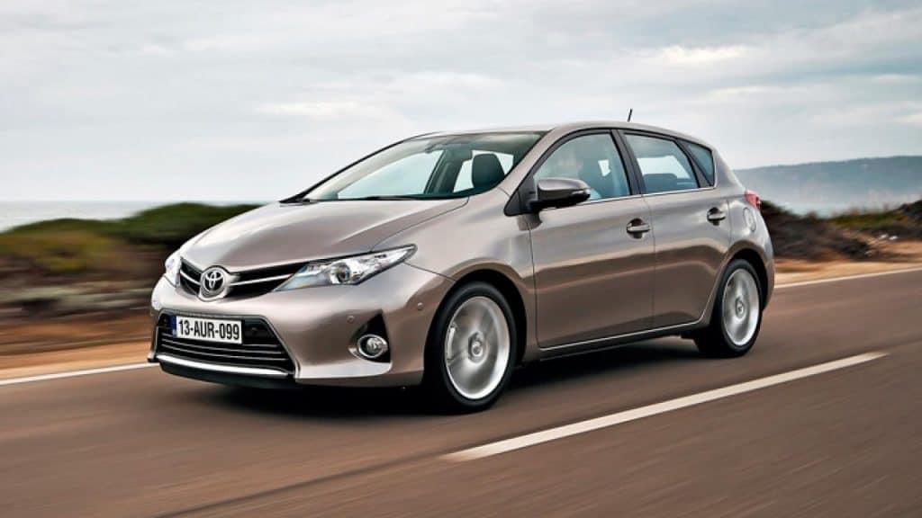 Toyota Auris Híbrido: Alquiler de coches híbridos