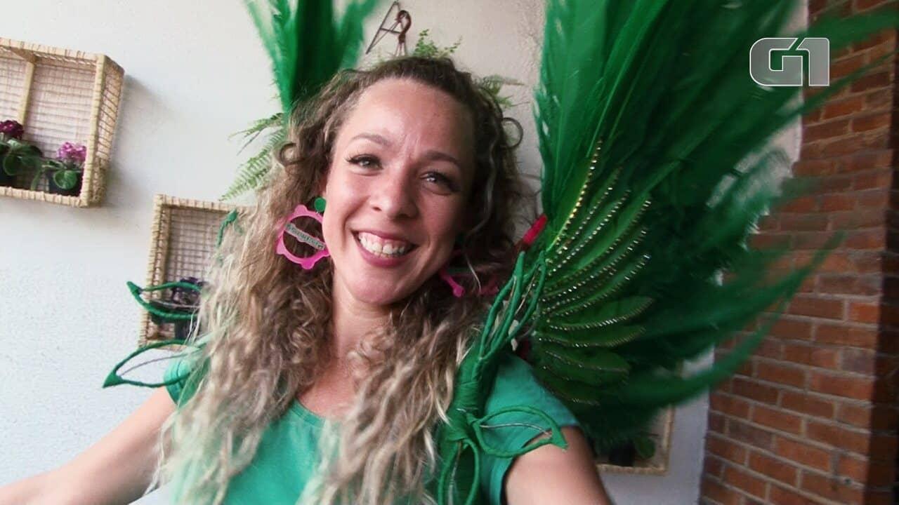 Passista empreendedora aproveita carnaval para lucrar com venda de acessórios