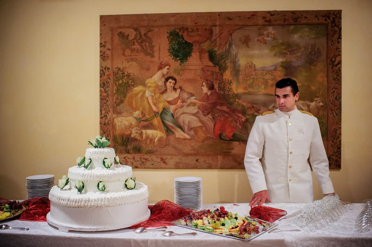 destination wedding pictures rieti italy colle aluffi reception huge wedding cake