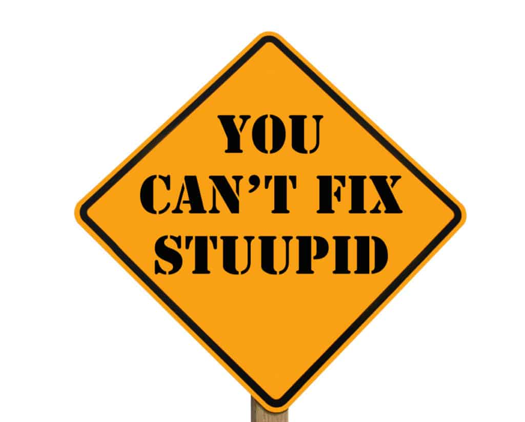 Misspelled road sign stating that you can't fix stupid, referring to people that use illegal anabolic steroids instead of  all natural D-bal