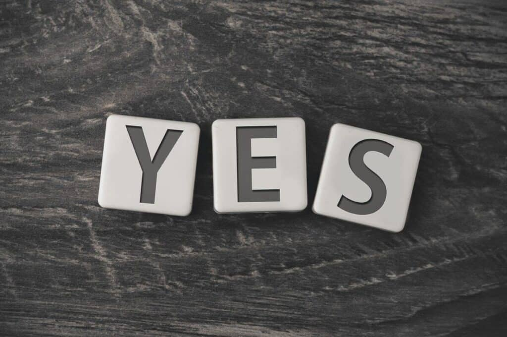 a black background with the word yes written with dice referring to the negative side effects written in a personal trainers dianabol review.