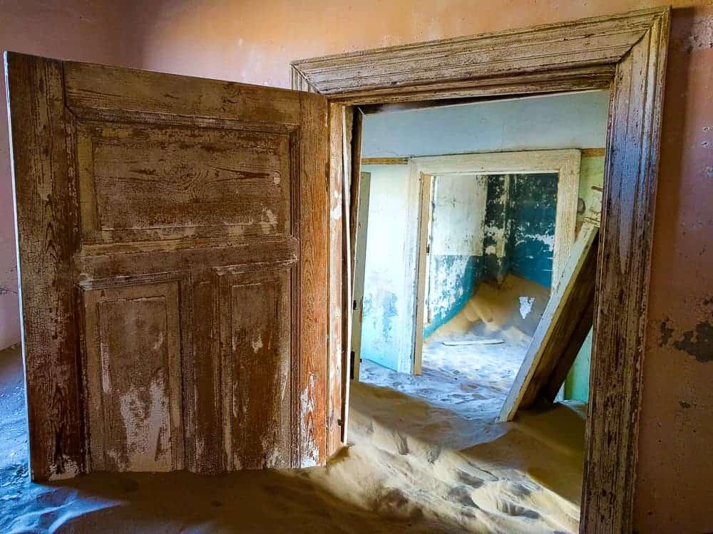 Kolmanskop through the door frames