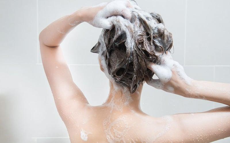 Est-ce que se laver les cheveux tous les jours est une bonne chose ?