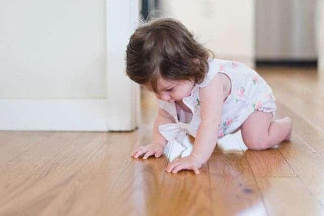 does crawling hurt baby's knees