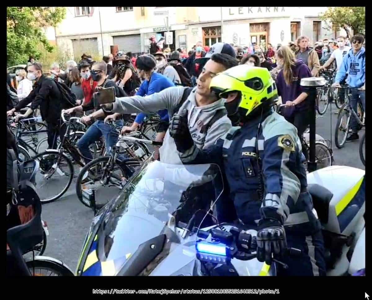 policist protesti