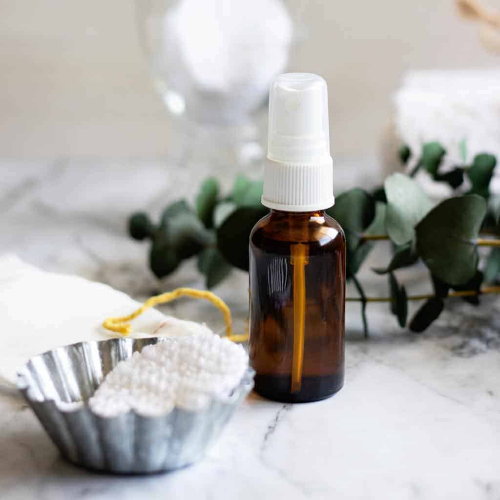 Don't miss a thing when removing your makeover with a natural homemade facial toner. Mix it up in minutes with just 4 ingredients!