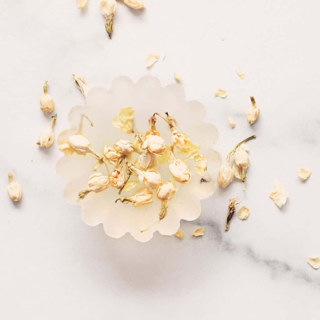Bees aren't the only creatures drawn to sweet fragrances, make clear aloe vera soap with one of the most fragrant flowers in the world - jasmine! Adding dried jasmine flowers to natural soap creates a rich pleasant floral aroma I know your love too.