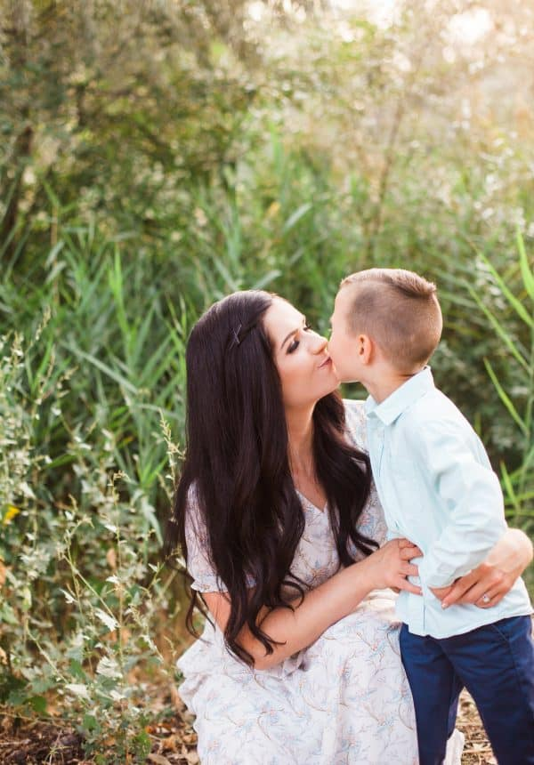 Family picture ideas with blue and pink color scheme.
