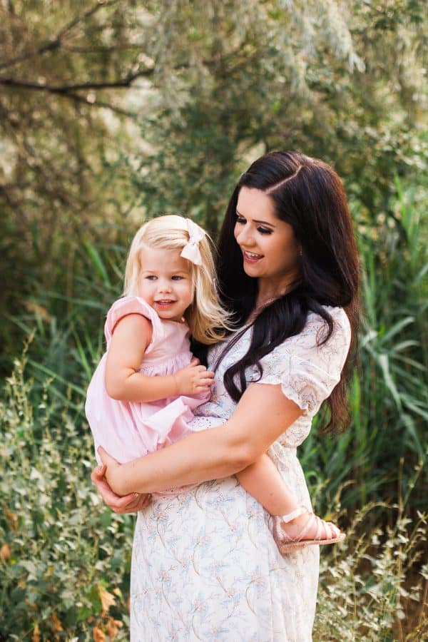 Family photo ideas with mother and daughter.
