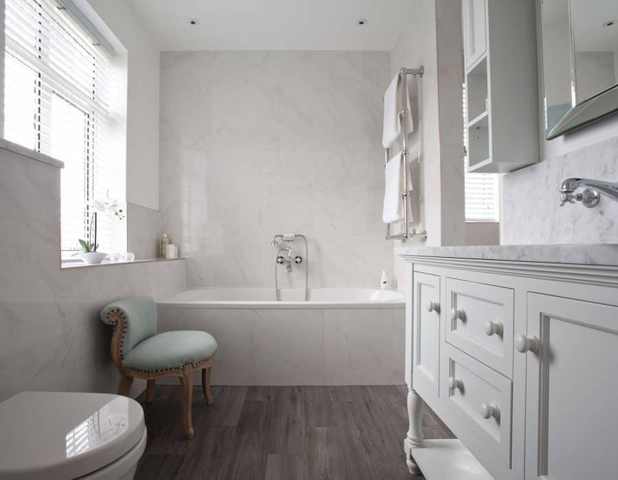 Image: Ensuite with enclosed wetroom in grey tones