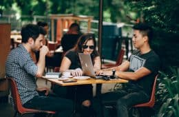 picture of 3 bloggers networking at a blogging conference